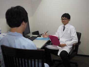 問診を受ける患者